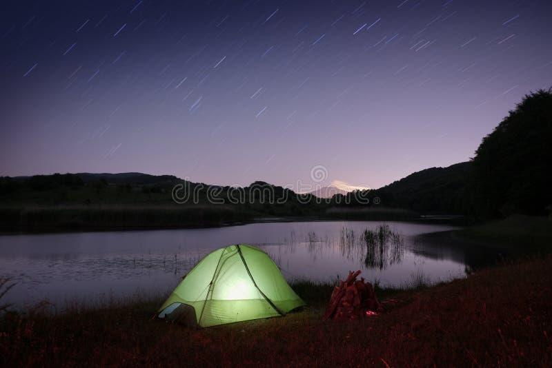 Barraca no lago no parque de Nebrodi, Sicília fotografia de stock royalty free
