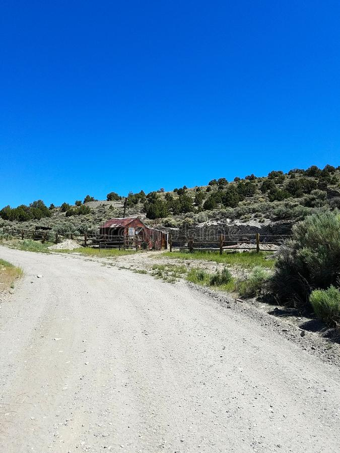 Barraca perto da cidade da mineração do fantasma de Belmont, nanovolt fotos de stock royalty free
