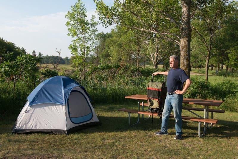 Barraca que acampa, Backpacking, mochileiro, natureza imagem de stock