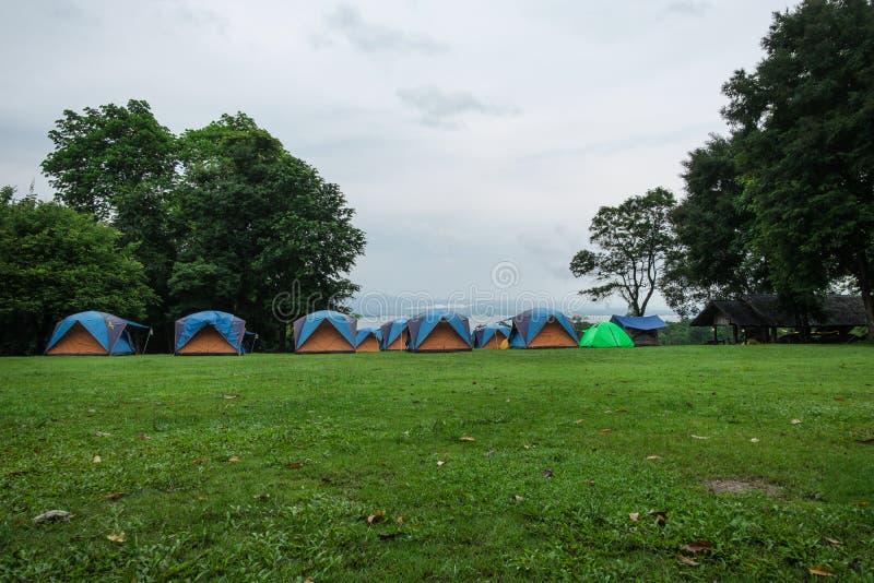 Barracas de acampamento da área no da estação das chuvas imagem de stock royalty free