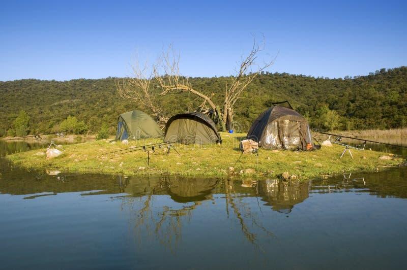 Barracas de acampamento de Carpfishing imagens de stock