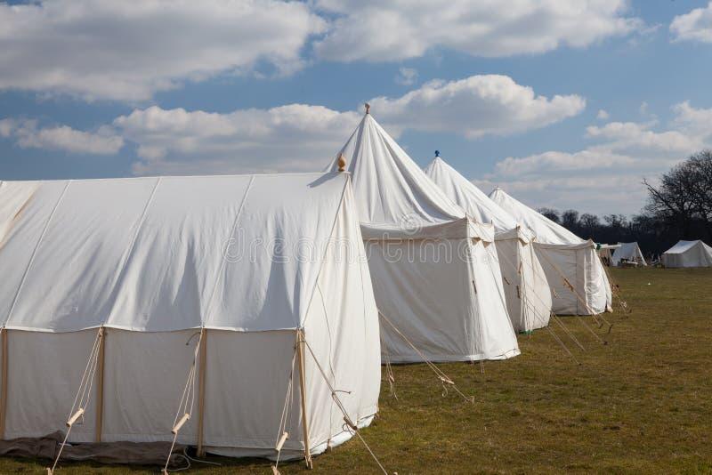 Barracas de acampamento militares brancas da guerra de Napoleão imagem de stock royalty free