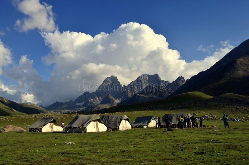 Barracas de acampamento na Índia de Sonamarg Kashmir imagens de stock