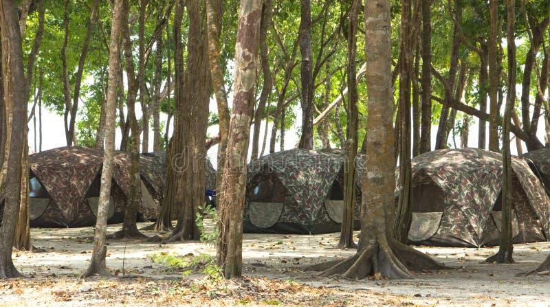 Barracas de acampamento no Campground imagem de stock royalty free