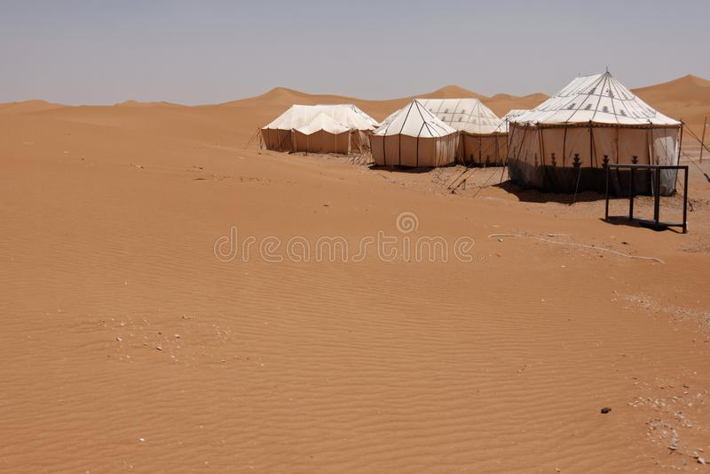 Barracas do acampamento no deserto de Sahara em Marrocos fotos de stock