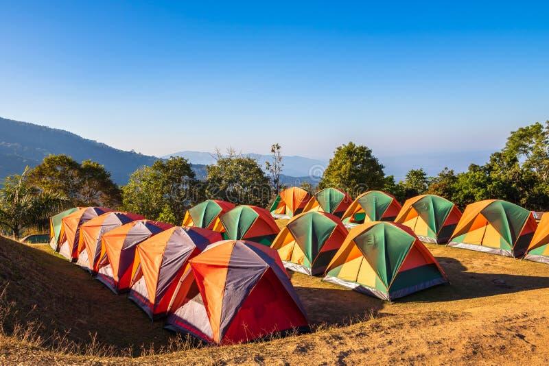 Barracas do turista na montanha, Sri Nan National Park, Tailândia foto de stock