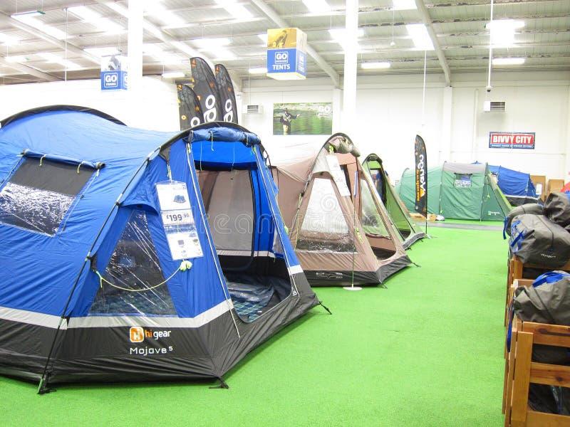 Barracas em uma loja de acampamento. foto de stock royalty free