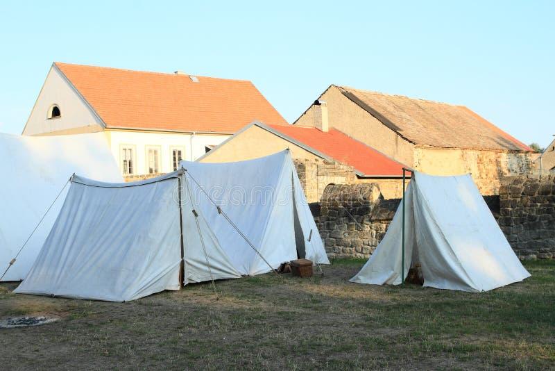 Barracas históricas no castelo Budyne fotos de stock