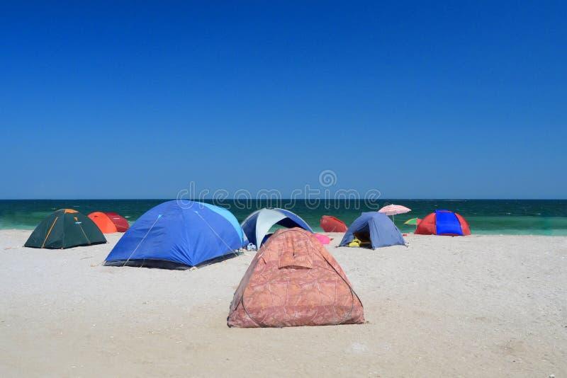 Barracas na praia imagem de stock royalty free
