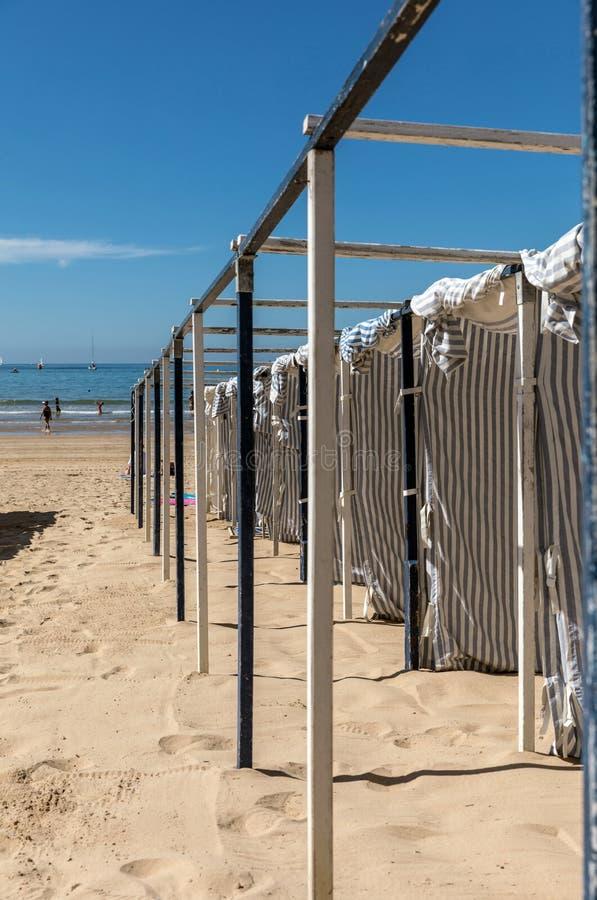 Barracas na praia fotos de stock royalty free