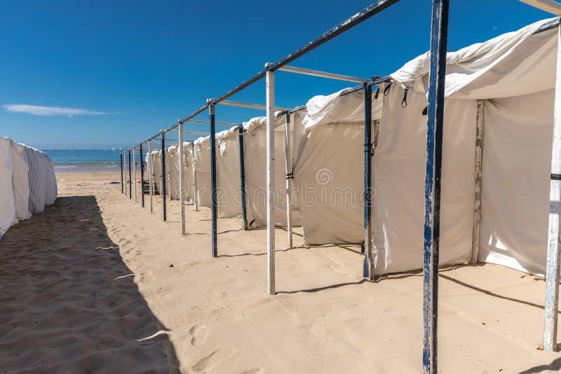 Barracas na praia foto de stock royalty free
