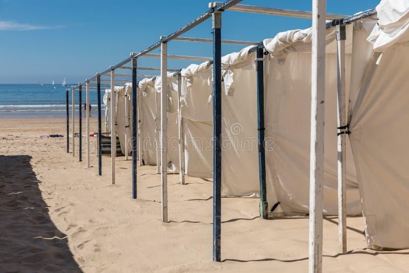 Barracas na praia imagem de stock