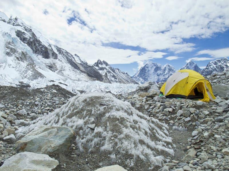 Barracas no acampamento base de Everest, Nepal. fotografia de stock