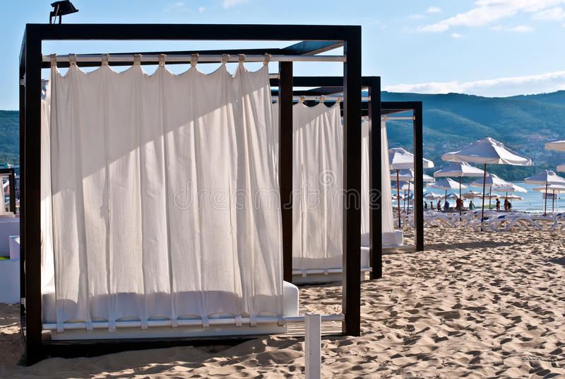 Barracas a relaxar na praia. foto de stock