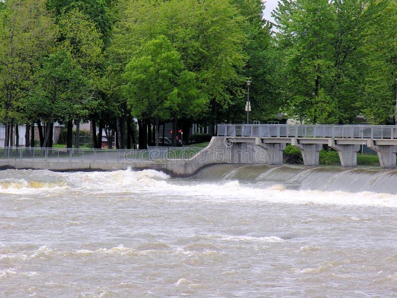 Barrage avec le passage couvert piétonnier, Québec, Canada photo stock