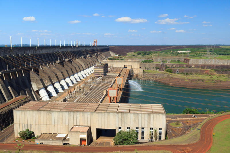Barrage d'Itaipu de centrale hydroélectrique, Brésil, Paraguay images libres de droits