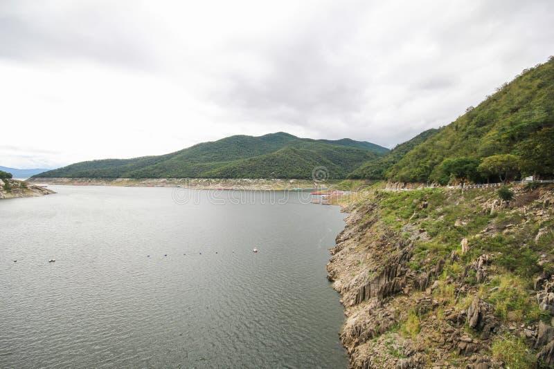 Barrage de Bhumibol, beau barrage de Tak, Thaïlande photos libres de droits