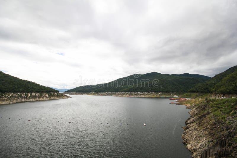 Barrage de Bhumibol, beau barrage de Tak, Thaïlande images stock
