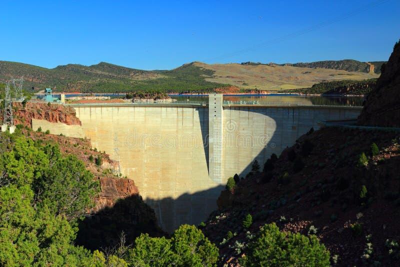 Barrage de gorge et réservoir flamboyants, aire de loisirs nationale de gorge flamboyante, Utah photo stock