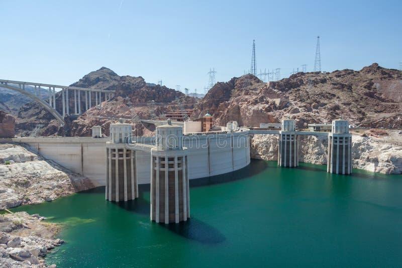 Barrage de Hoover également connu sous le nom de barrage de Boulder, dans le canyon noir du fleuve Colorado, à la frontière entre images libres de droits