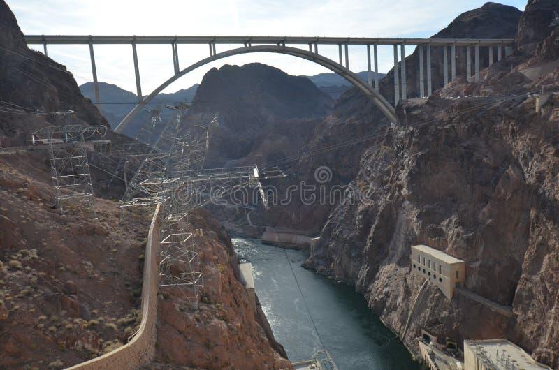 Barrage de Hoover, pont commémoratif de Callaghan-Pat Tillman de ` de Mike O, pont, phénomène géologique, infrastructure, structu photos stock