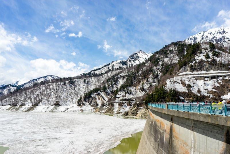 Barrage de Kurobe en hiver, itin?raire alpin de Tateyama Kurobe, Japon photographie stock