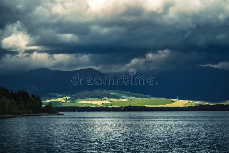 Barrage de Liptovska Mara de lac - République slovaque photos libres de droits