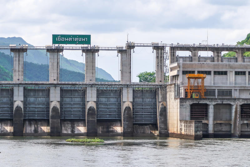 Barrage de Na de Tha Thung, barrage hydro-électrique dans Kanchanaburi, Thaïlande photo stock