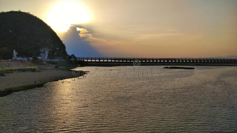 Barrage de Prakasam de coucher du soleil @ images libres de droits