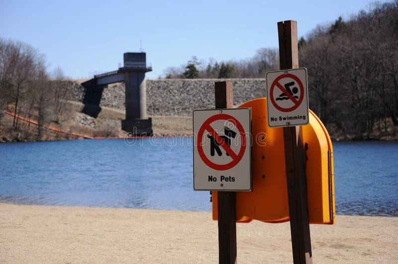 Barrage et lac image stock