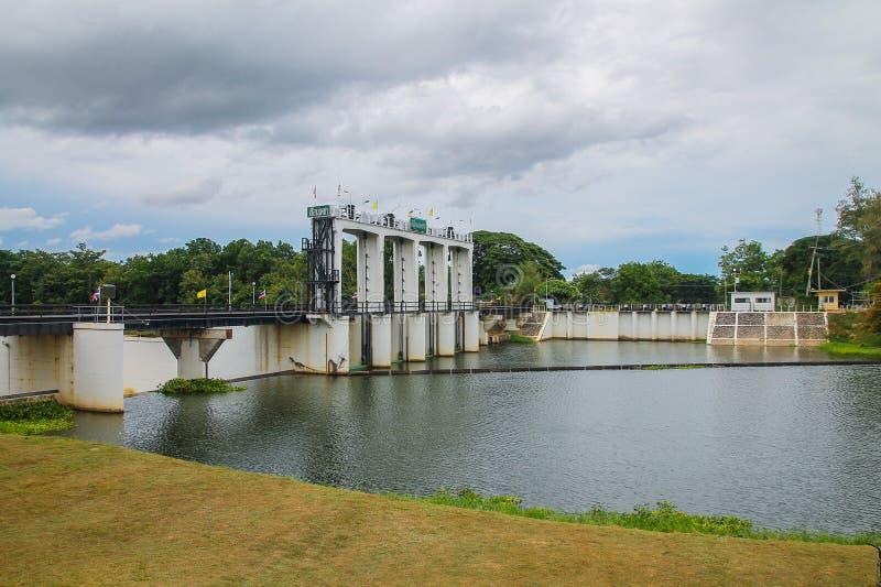 Barrage et rivière de Petchaburi images libres de droits