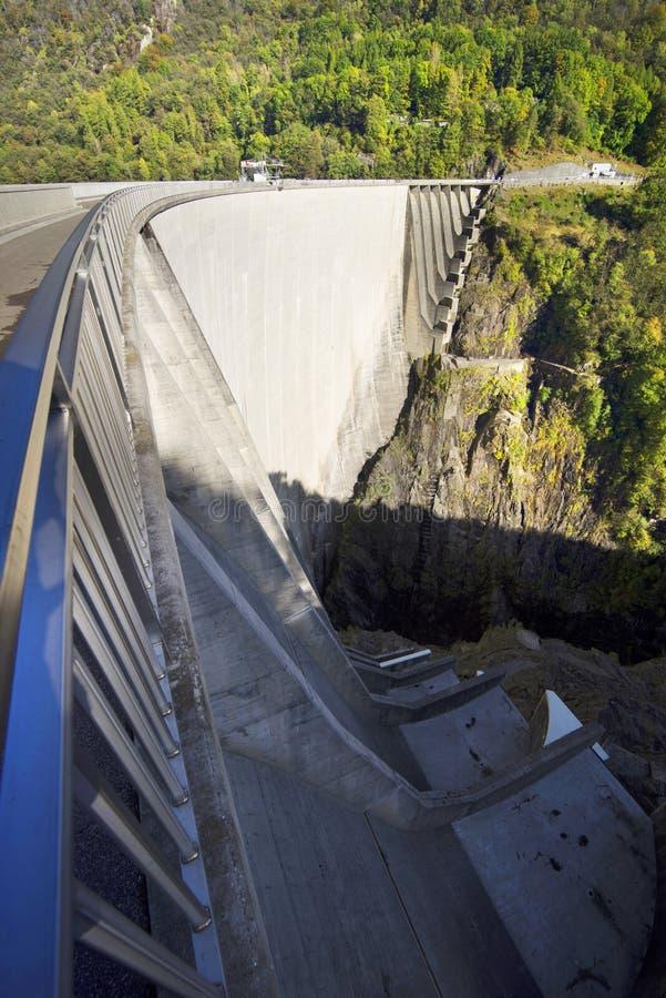 Barrage 'Verzaska' - centrale hydroélectrique photo libre de droits