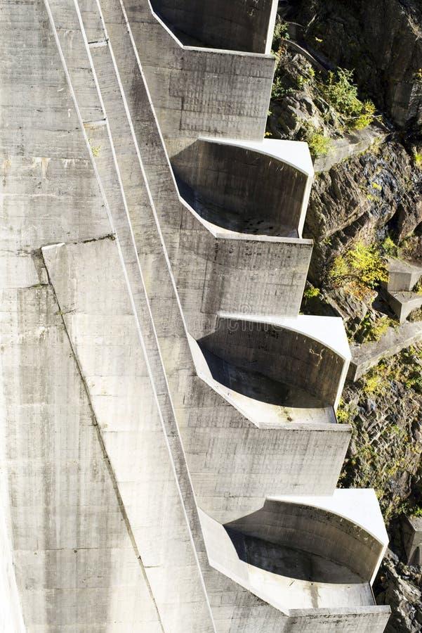 Barrage 'Verzaska' - centrale hydroélectrique photos libres de droits