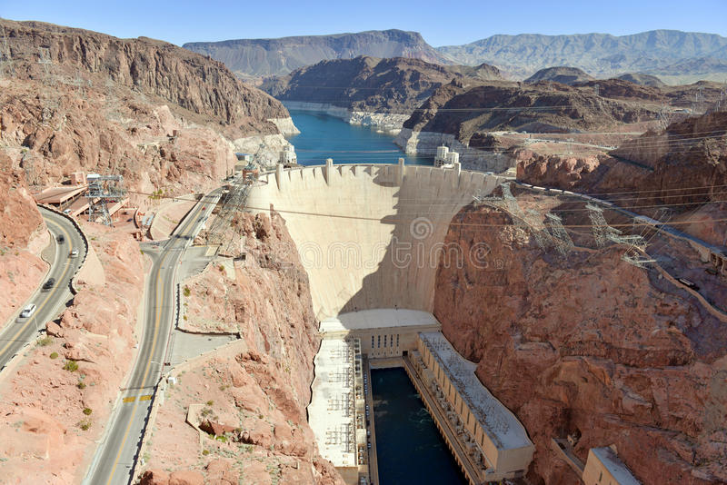 Barragem Hoover, um marco hidroelétrico maciço da engenharia situado na beira de Nevada e de Arizona foto de stock