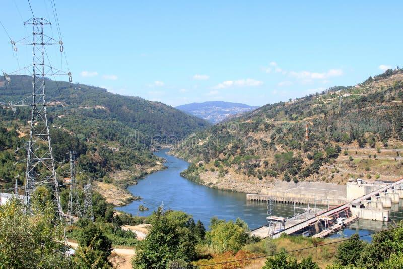 Fluss In Portugal barragem tun carrapatelo im fluss douro portugal stockbild bild