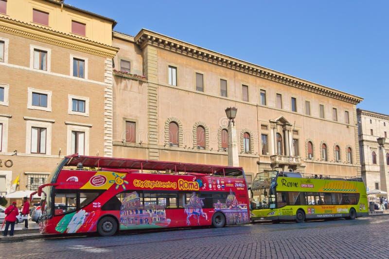 Barramento de excursão de Roma imagens de stock royalty free