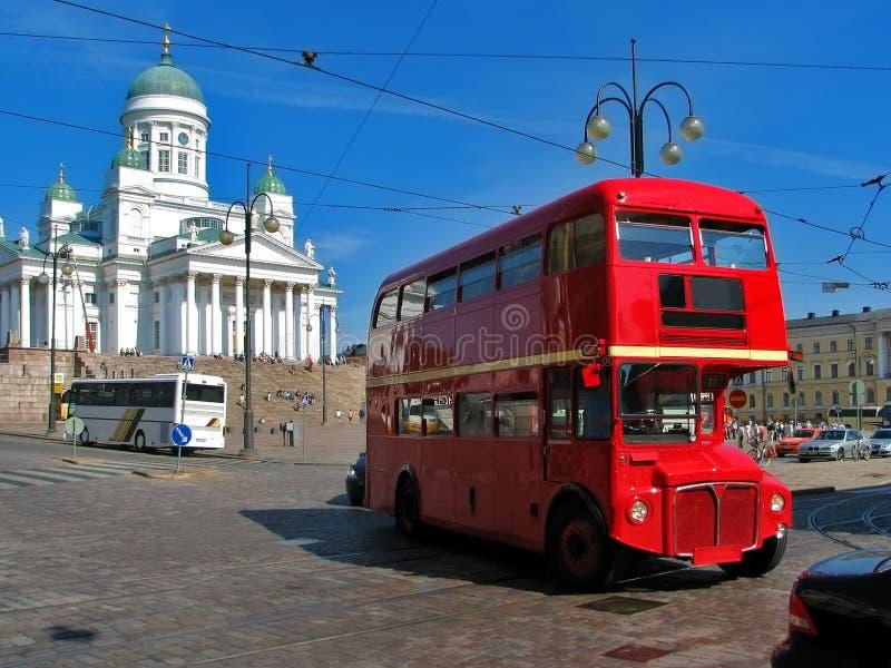 Barramento inglês vermelho em Helsínquia, Finlandia imagens de stock