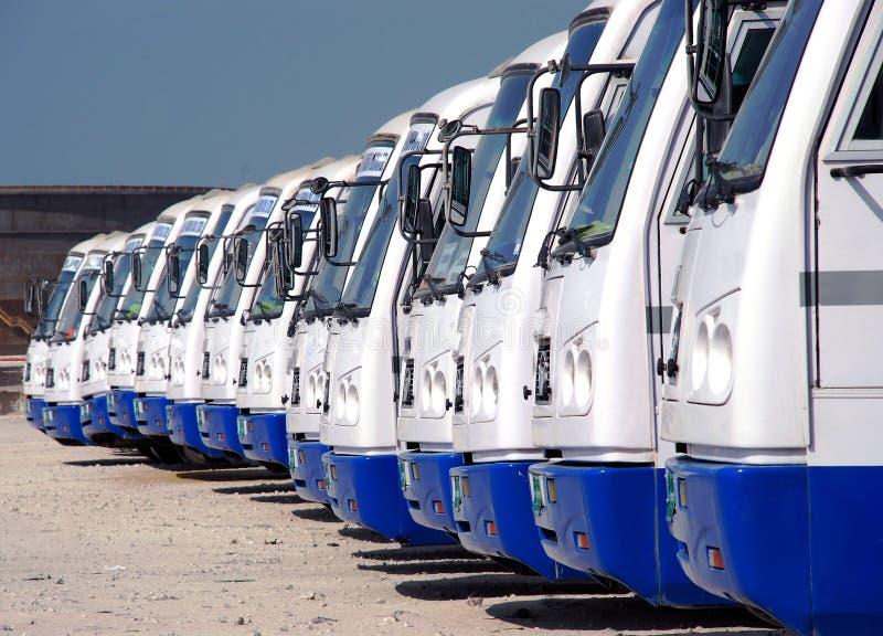 Barramentos estacionados imagens de stock