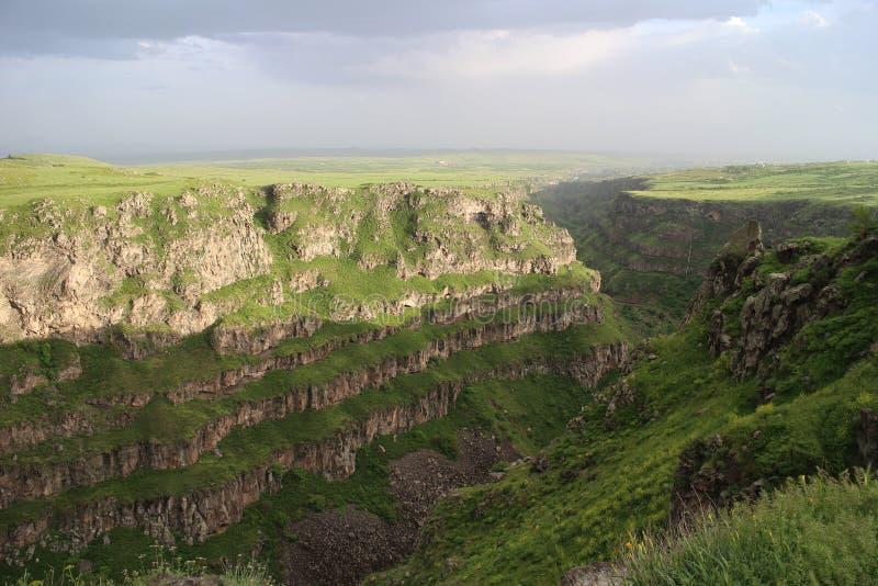 Barranco cerca de Saghmosavank en Armenia fotografía de archivo libre de regalías