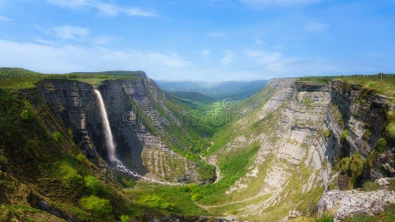 Barranco de Delica y cascada de Nervion imagen de archivo libre de regalías