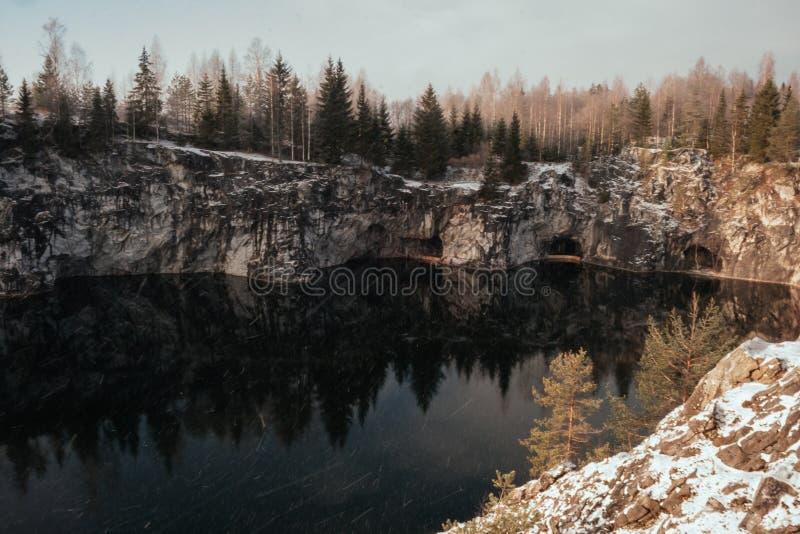 Barranco de mármol en invierno imágenes de archivo libres de regalías