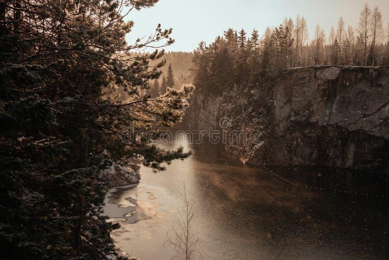 Barranco de mármol en invierno imagenes de archivo