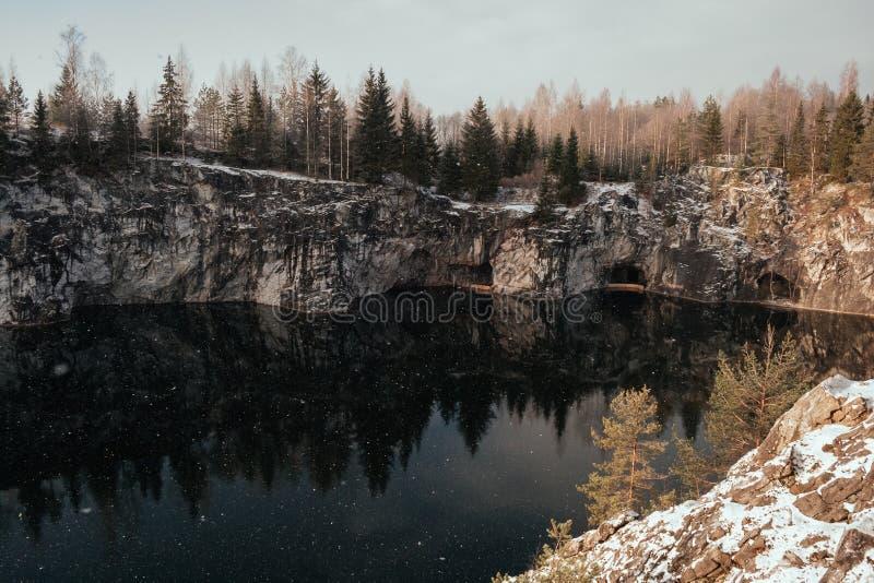 Barranco de mármol en invierno fotografía de archivo