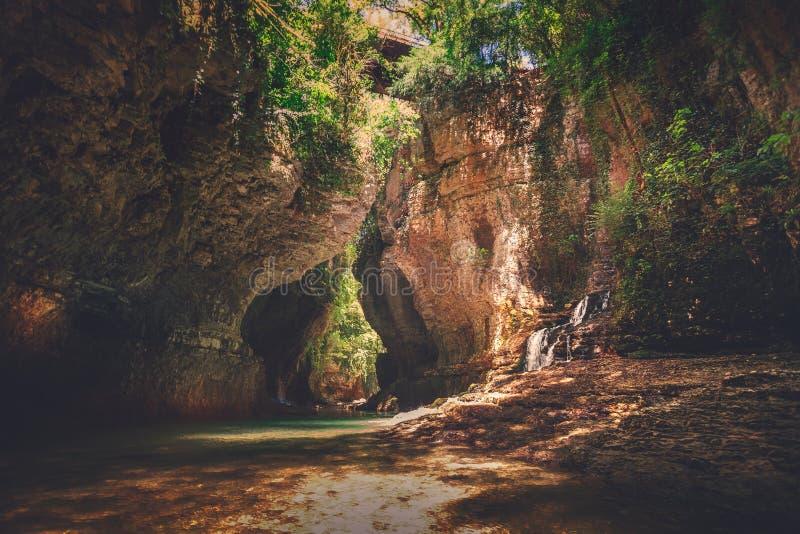 Barranco de Martvili en Georgia Paisaje de la naturaleza fotos de archivo libres de regalías