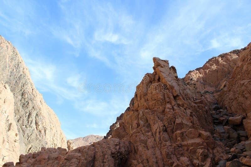 Barrancos de la montaña para el granito y el basalto fotos de archivo
