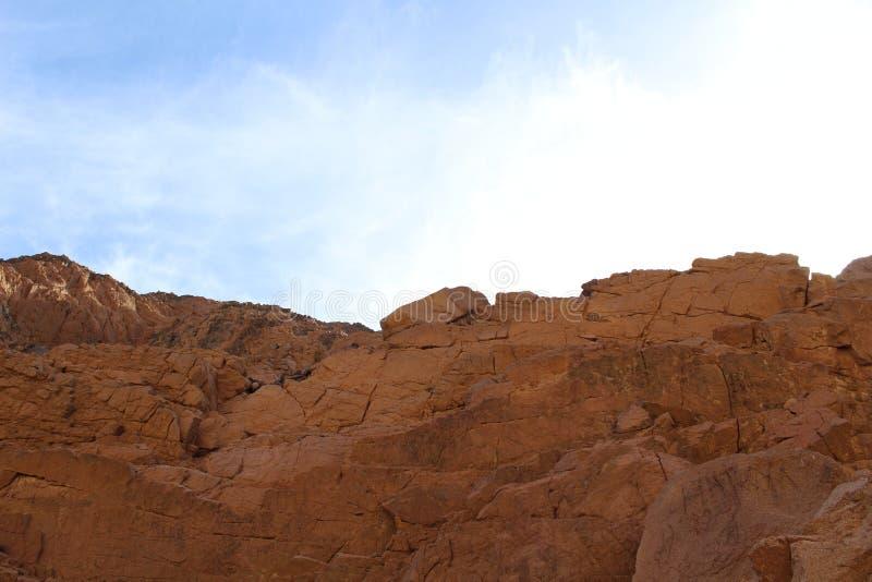 Barrancos de la montaña para el granito y el basalto imagenes de archivo