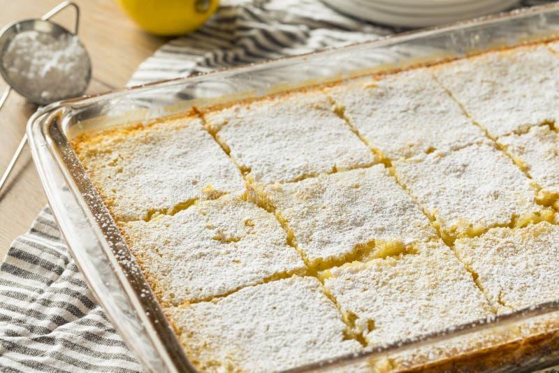 Barras caseiros doces do limão imagens de stock