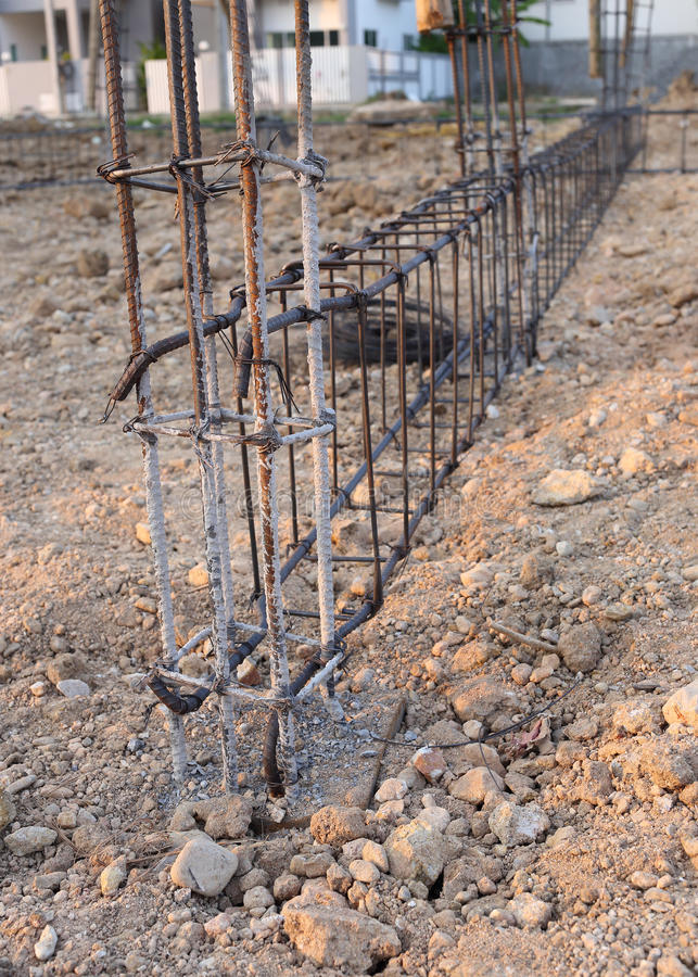 Barras das hastes do aço de reforço imagens de stock
