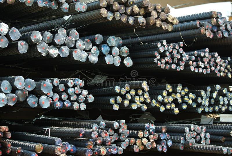 Barras de aço deformadas laminadas a alta temperatura a K A barra de aço do reforço imagem de stock royalty free