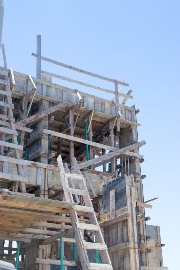 Barras de aço reforçadas em colunas da construção fotografia de stock